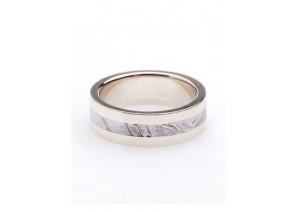Обручальное кольцо с метеоритом